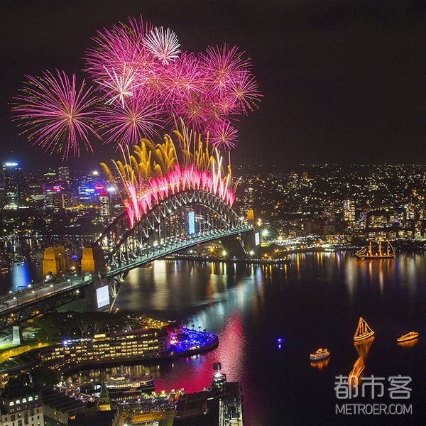 Sydney's New Year's Eve fireworks, Sydney harbour 2014